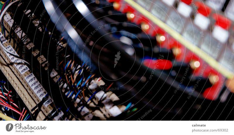 - anschluss unter folgenden nummern - Arbeit & Erwerbstätigkeit Technik & Technologie Industriefotografie Kabel Draht Anschluss klemmen Robotik