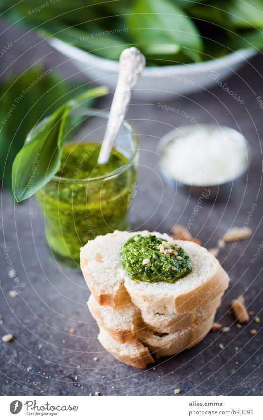 Bärlauchpesto mit Baguette Pesto Waldfrucht Knoblauch Kräuter & Gewürze Geschmackssinn Saucen Dip Pinienkern Gesunde Ernährung Speise Foodfotografie