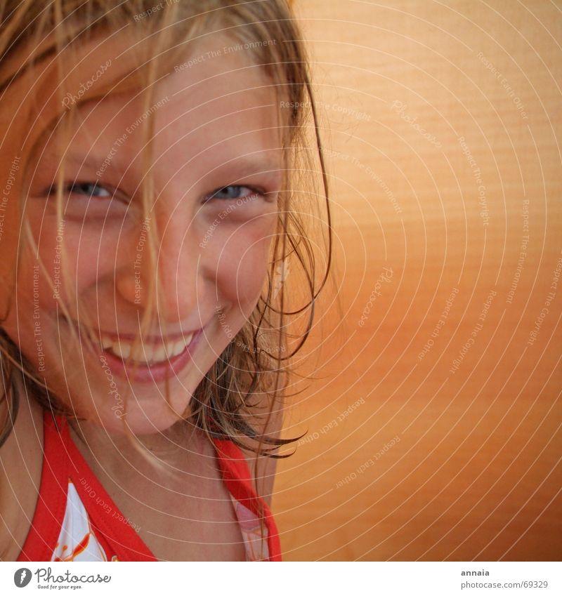 Lachen 1 Kind Mädchen Freude Gesicht Glück lachen grinsen Camping Zelt