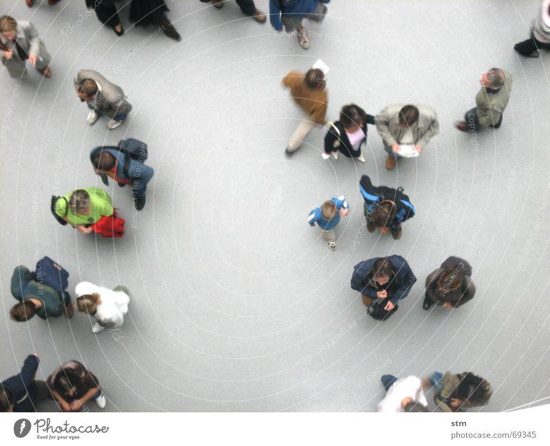 people 03 Mensch Vogelperspektive Studium sprechen oben grau Menschengruppe Freundschaft Zusammensein gehen warten laufen stehen Spaziergang beobachten Niveau