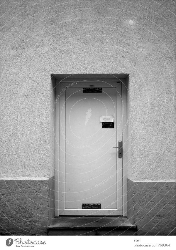 "body & soul grau Schilder & Markierungen Griff Eingang Ausgang Club privat geheimnisvoll Tür gym """"bitte schuhe abputzen"""" dahinter?"