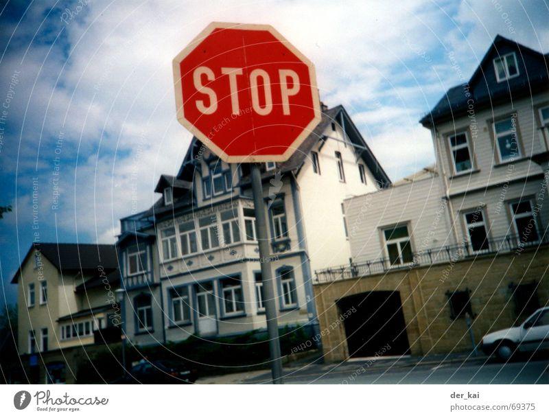 Umwege erhöhen die Ortskenntnis Himmel Stadt rot Haus Wolken Fenster Tür Schilder & Markierungen stoppen Amerika Mischung