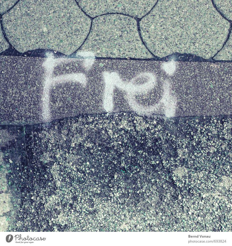 Ich bin dann mal so Straße Pflastersteine Bürgersteig Bordsteinkante Zeichen Schriftzeichen Schilder & Markierungen Graffiti grau schwarz weiß Freiheit frei
