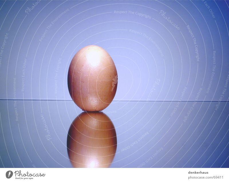 Spiegel-Ei weiß beige Haushuhn Frühstück Spiegelei Reflexion & Spiegelung blau Illusion Glas Schalen & Schüsseln