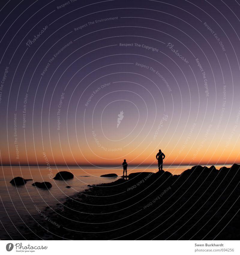 Vater und Sohn Mensch Kind Himmel Natur Wasser Landschaft Strand Erwachsene Küste Felsen Horizont Paar Freundschaft Luft maskulin Familie & Verwandtschaft