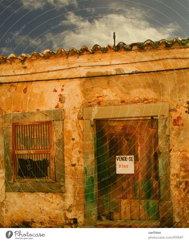 der Traum vom Haus im Süden Fenster Holz Tür Dach Backstein Holzbrett Portugal käuflich