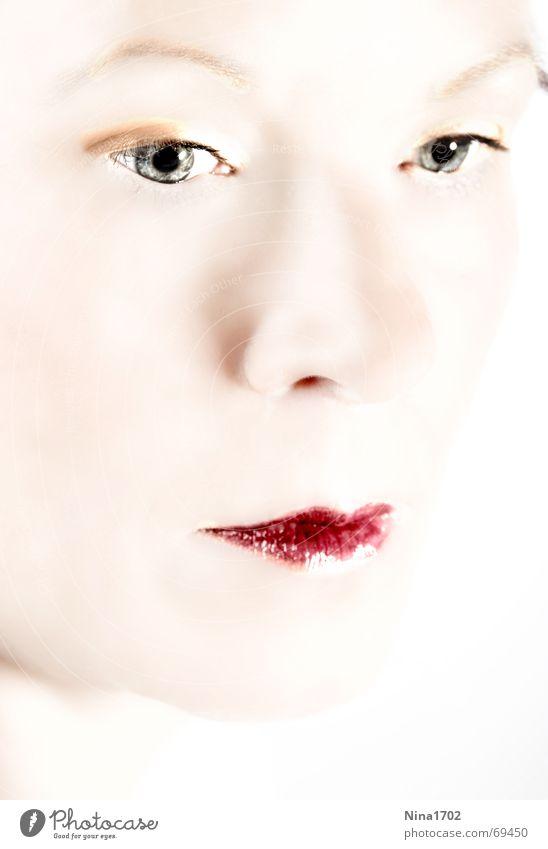Beauty Frau Gesicht hell Beautyfotografie weich Glamour Vor hellem Hintergrund