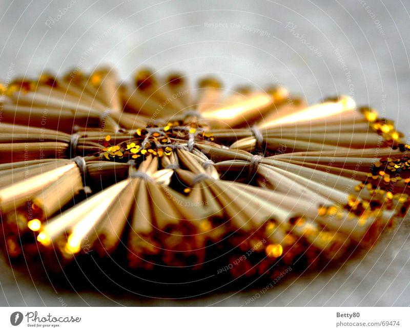 Strohgeflecht geflochten glänzend rund Baumschmuck verschönern Weihnachten & Advent Makroaufnahme Nahaufnahme Stern (Symbol) gold