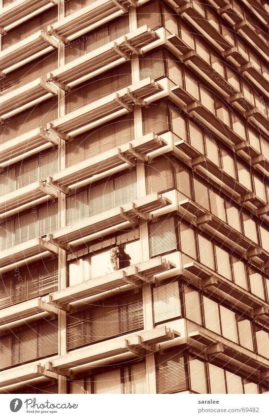 fensterputzer Hochhaus Haus Gebäudereiniger Symmetrie Muster Raster Einsamkeit gleich Fenster München Niveau rhytmus Architektur