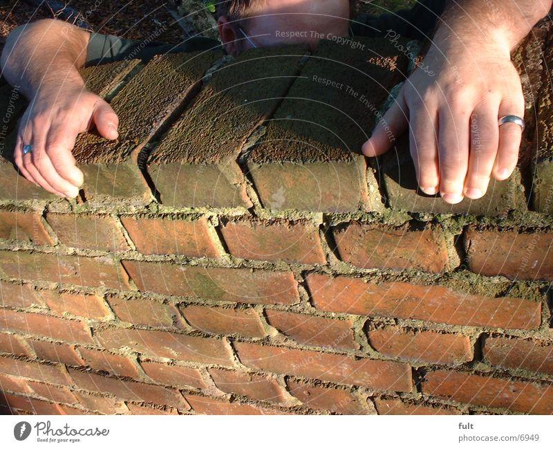 Klettermax Mann Hand Mauer hoch