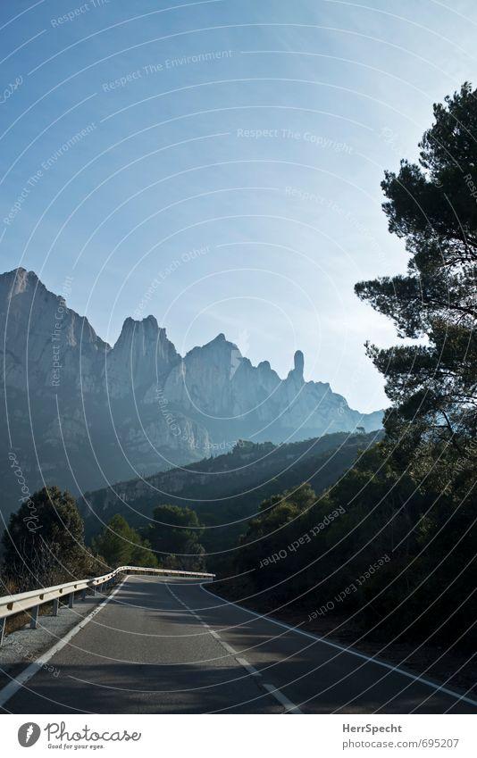 Zum Montserrat Umwelt Natur Landschaft Pflanze Himmel Schönes Wetter Baum Felsen Berge u. Gebirge Gipfel Straßenverkehr Autofahren ästhetisch außergewöhnlich
