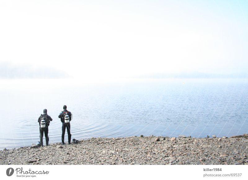 Allein am weiten weiten See Himmel Wasser Wolken kalt Landschaft Freiheit Freundschaft Nebel nass tauchen Flüssigkeit Taucher Tauchgerät Ederstausee