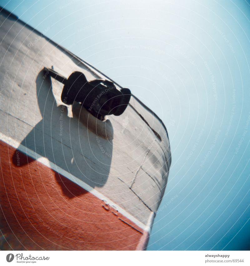in jedem hafen ne braut... alt Wasserfahrzeug Metall Hafen trashig Schifffahrt Fernweh untergehen Erinnerung Seemann Pirat Anker Fischerboot Schiffsunglück außer Betrieb