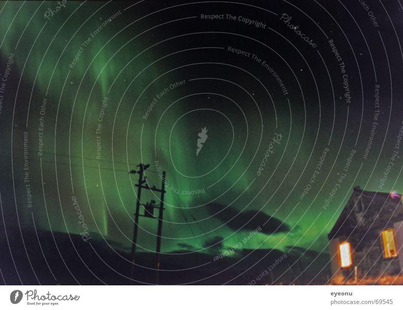 Nordlicht über Steintun Bauernhof Baracke Island Nacht Strommast Langzeitbelichtung ruhig Haus Nachtruhe Bruchbude Himmelskörper & Weltall Paradies verfallen