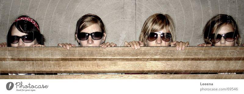 Bankräuber Sonnenbrille Brille Mädchen dunkel festhalten Kopf Reihe