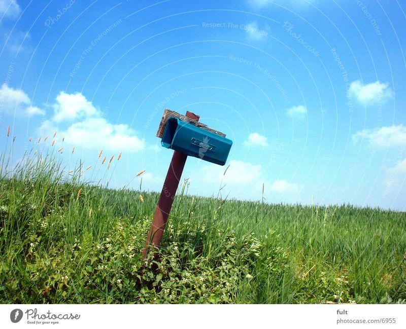 Briefkasten Himmel Gras Landschaft Feld Kommunizieren Information Kontakt Postkarte Kasten Kunststoff E-Mail resignieren Postfach