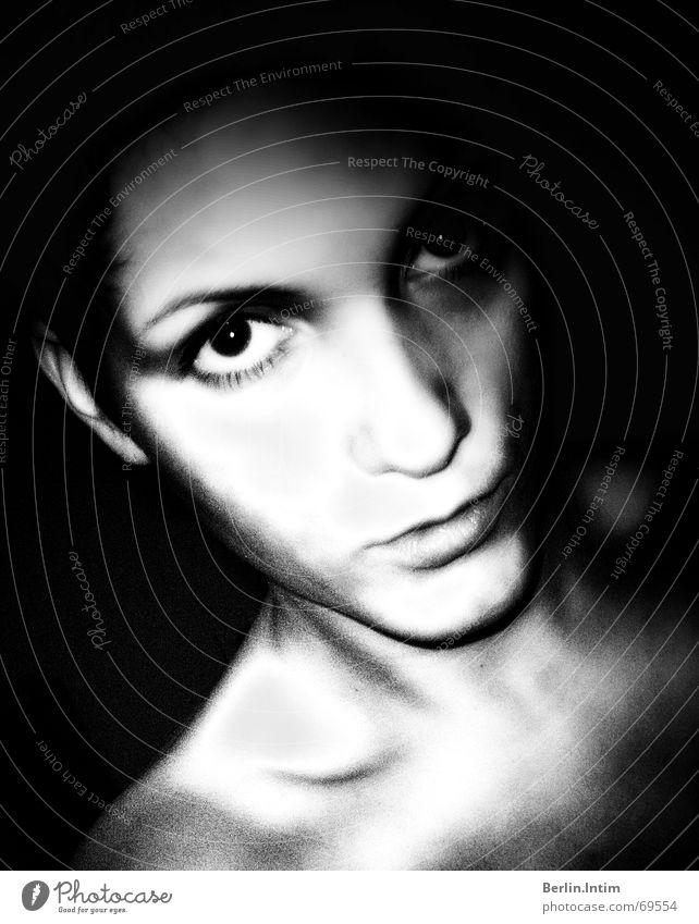 Studies Porträt schwarz weiß Frau Licht Selbstportrait Schatten Auge