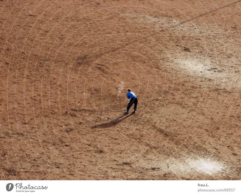 Nr. 1 Trikot Nummer eins Mann nass Ballsport Mensch Freizeit & Hobby tormann ungeschützt Einsamkeit Fußball Rücken warten Schatten