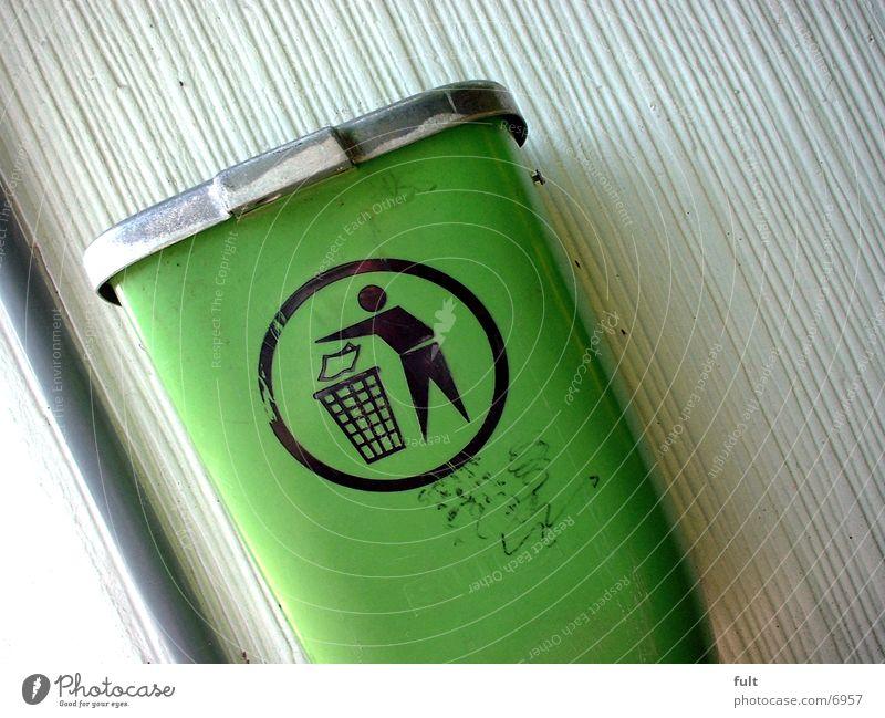 Mülltonne Müllbehälter Wand grün Dinge
