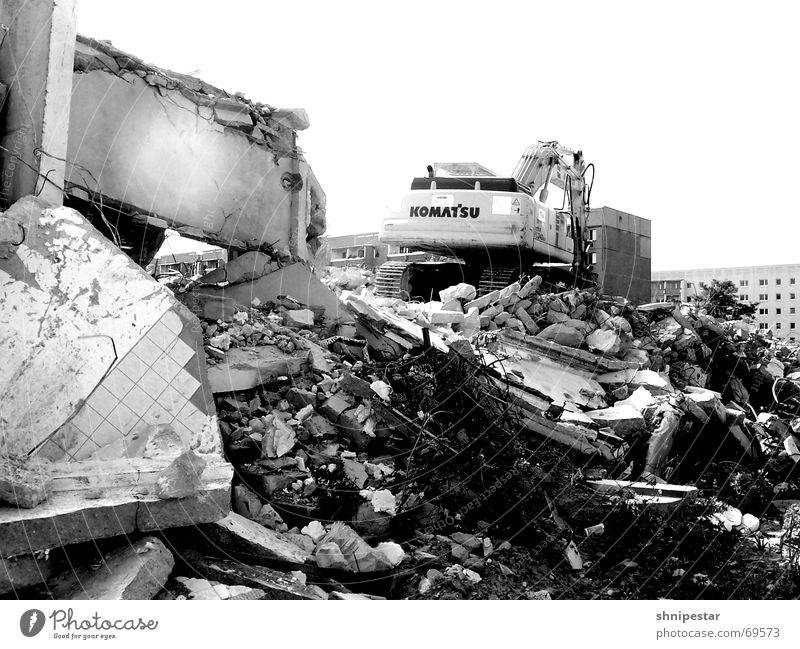 einmal K.O.M.A.T.S.U zum mitnehmen bitte Sommer Ferien & Urlaub & Reisen Einsamkeit Traurigkeit Trauer trist Leipzig Ruine chaotisch Heimat Bagger schwer