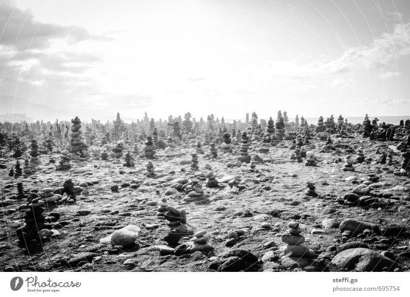 Steinmännchentreffpunkt // Teneriffa IV ruhig Strand dunkel außergewöhnlich Kunst träumen ästhetisch Schönes Wetter Kreativität einzigartig Ewigkeit