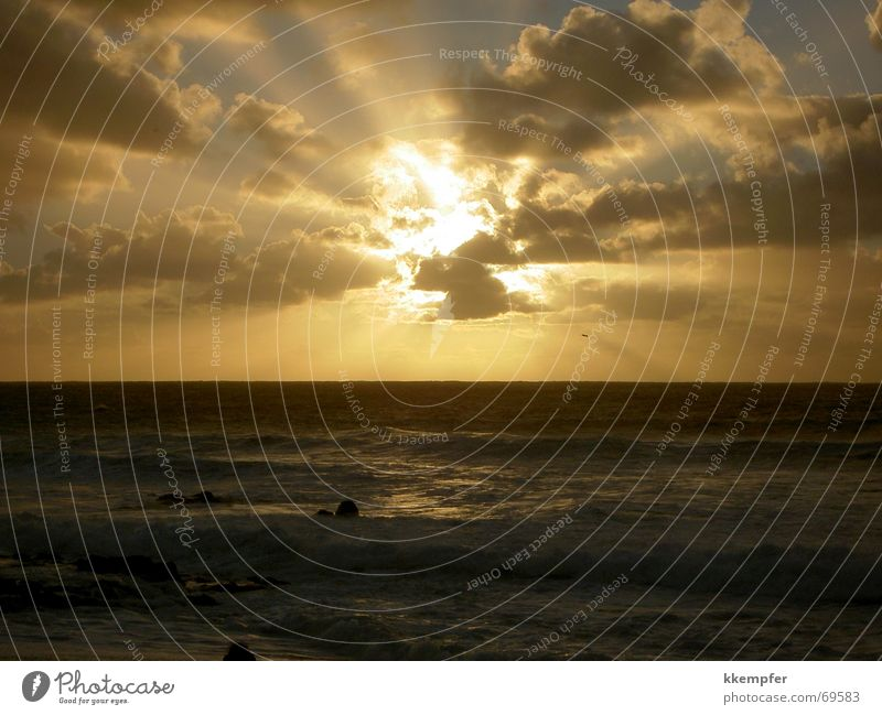 Sonnenuntergang hinter Wolken Meer Lanzarote Strand Sonnenstrahlen Ferien & Urlaub & Reisen Fernweh Romantik Himmel