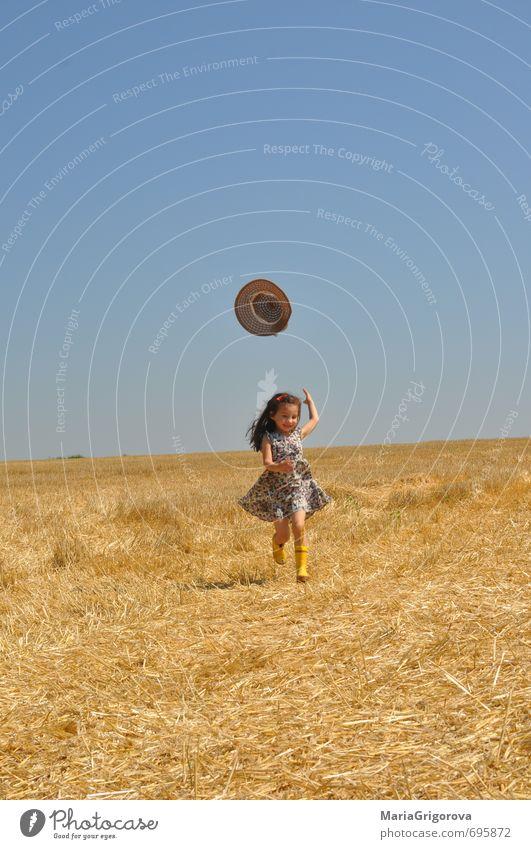 Mensch Kind Natur blau schön Pflanze Sommer Sonne Mädchen Freude gelb Gefühle Liebe träumen Erde Körper