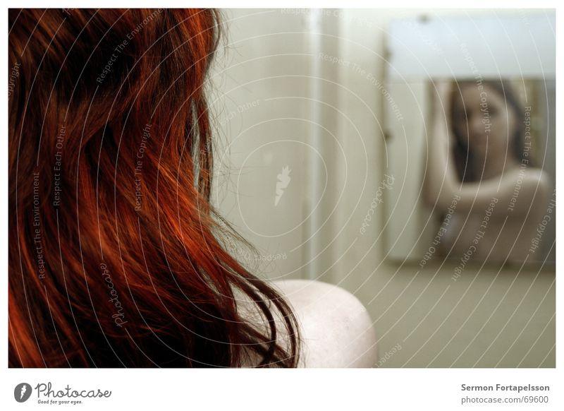 ||| emily ||| 4814 ||| Frau nackt rot Spiegel Haare & Frisuren feminin Emily Fabrik Vorhang Haarfarbe Rouge Bad träumen Spiegelbild Schulter langhaarig Stil