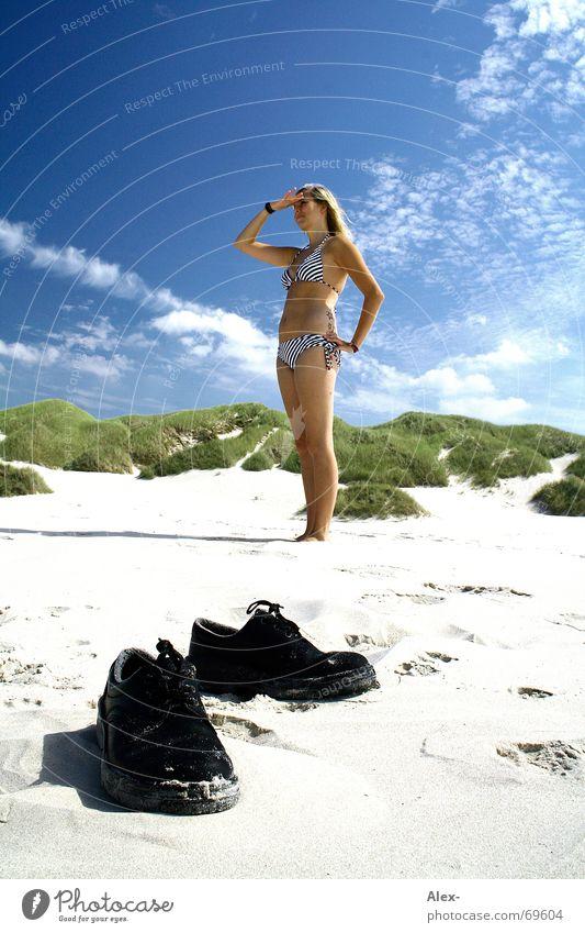 Wo sind meine Schuhe schön Himmel Sonne Meer Sommer Strand Ferien & Urlaub & Reisen Wolken Sand Schuhe Suche Bikini Stranddüne finden Dänemark