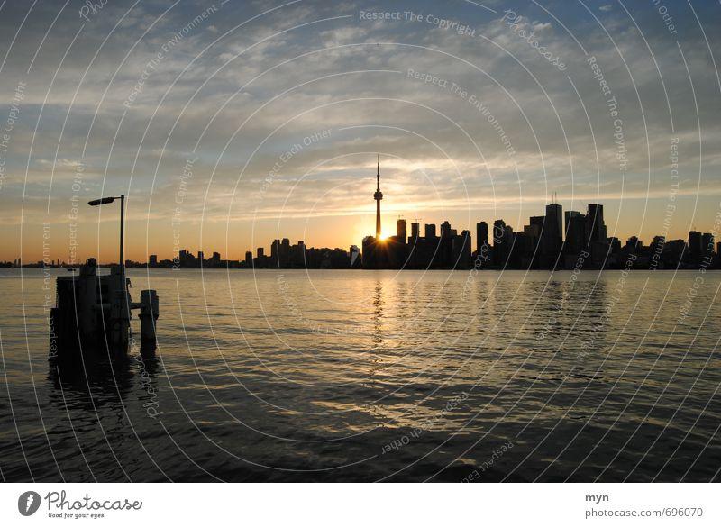 Toronto Skyline I Landschaft Wasser Himmel Wolken Sonnenaufgang Sonnenuntergang Sonnenlicht Sommer Schönes Wetter Wellen Küste Flussufer Ontario Ontario See