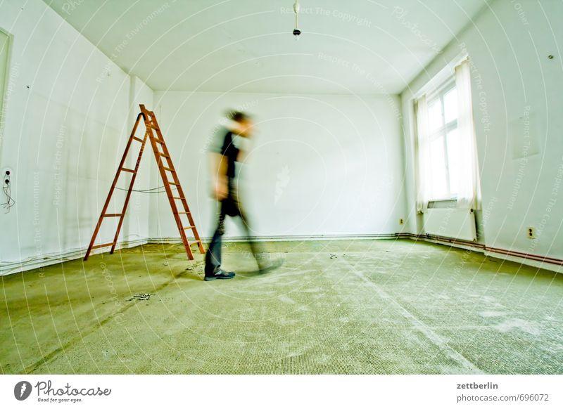 Zum Fenster gehen Mensch Wand Bewegung Innenarchitektur Mauer Abteilfenster Wohnung Raum Häusliches Leben laufen Bodenbelag fallen Umzug (Wohnungswechsel) Beruf