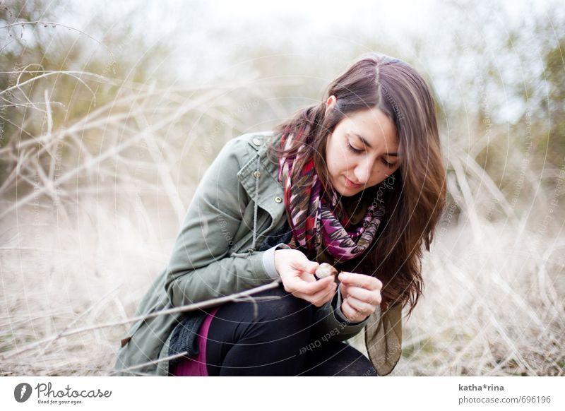* Mensch Jugendliche schön grün Junge Frau ruhig 18-30 Jahre Erwachsene feminin Gras natürlich braun Feld Idylle violett entdecken