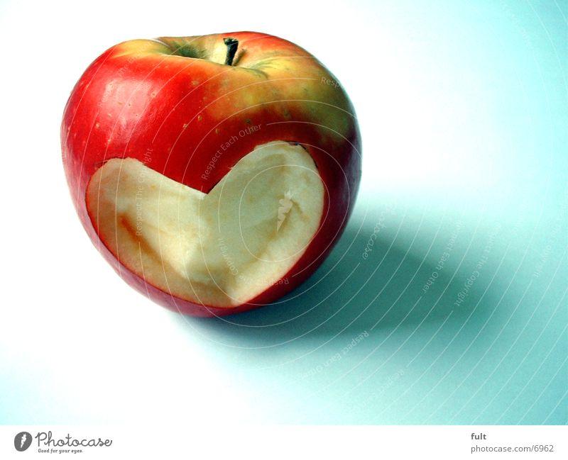 Appel rot Liebe Ernährung Gesundheit Frucht Herz außergewöhnlich einzeln Gesunde Ernährung Kreativität Apfel Vitamin Vegetarische Ernährung Objektfotografie pflanzlich herzlich