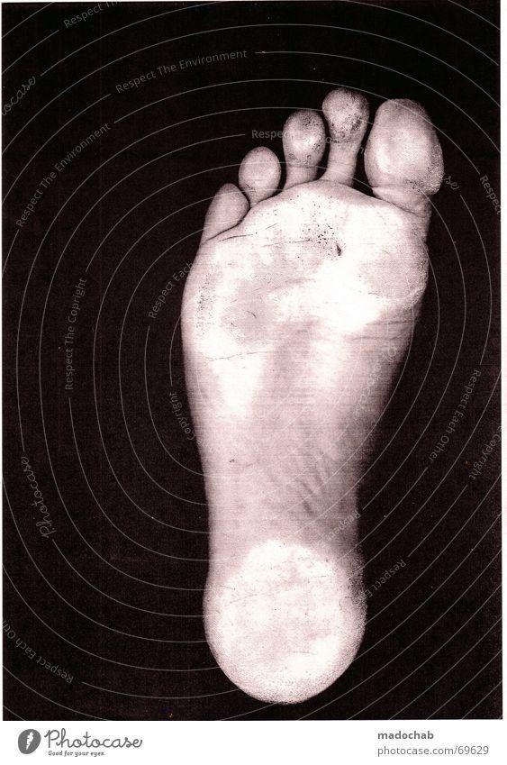GAAS 12 | | zombie kopier horror male typ person fuss sohle weiß Hand Einsamkeit dunkel schwarz Traurigkeit Gefühle Gesundheit Freiheit Fuß gehen Angst verrückt