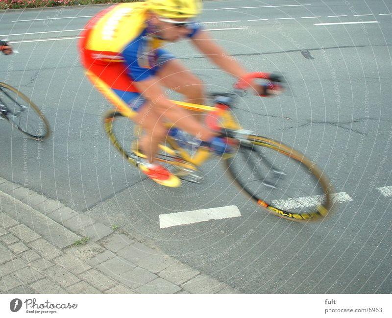 Biker Fahrrad Radrennfahrer mehrfarbig Teer Extremsport Straße Fahrradfahren