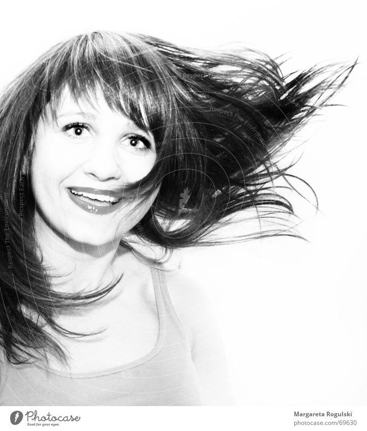 lass sie fliegen Frau Gesicht Auge lachen Haare & Frisuren Fröhlichkeit Schwung Schwarzweißfoto