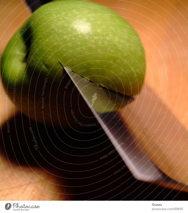 auf messers Schneide grün Holz Scharfer Gegenstand Apfel Teilung Stahl Messer Klinge teilen