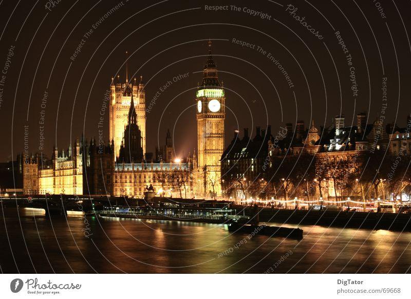 Big Ben bei Nacht Stadt London Nachtaufnahme Licht dunkel Themse Houses of Parliament Stativ Skyline touribild