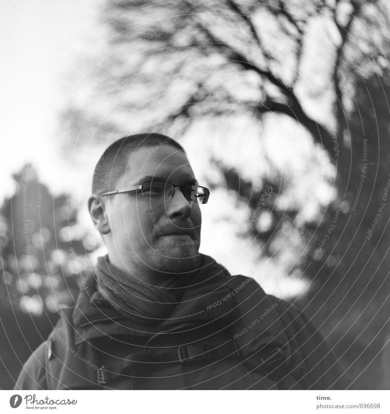 OFF STUDIO TOUR   . Mensch Baum Winter Leben Bewegung Stimmung Zufriedenheit authentisch Schönes Wetter beobachten Brille Lebensfreude Gelassenheit entdecken Jacke Wachsamkeit