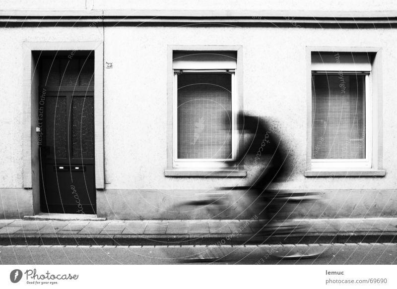 schattenfahrer fahren Fahrradfahren Fenster 23 Bürgersteig Ferien & Urlaub & Reisen Freizeit & Hobby leeze fietse Tür Schwarzweißfoto Schatten Bewegung fahrenm