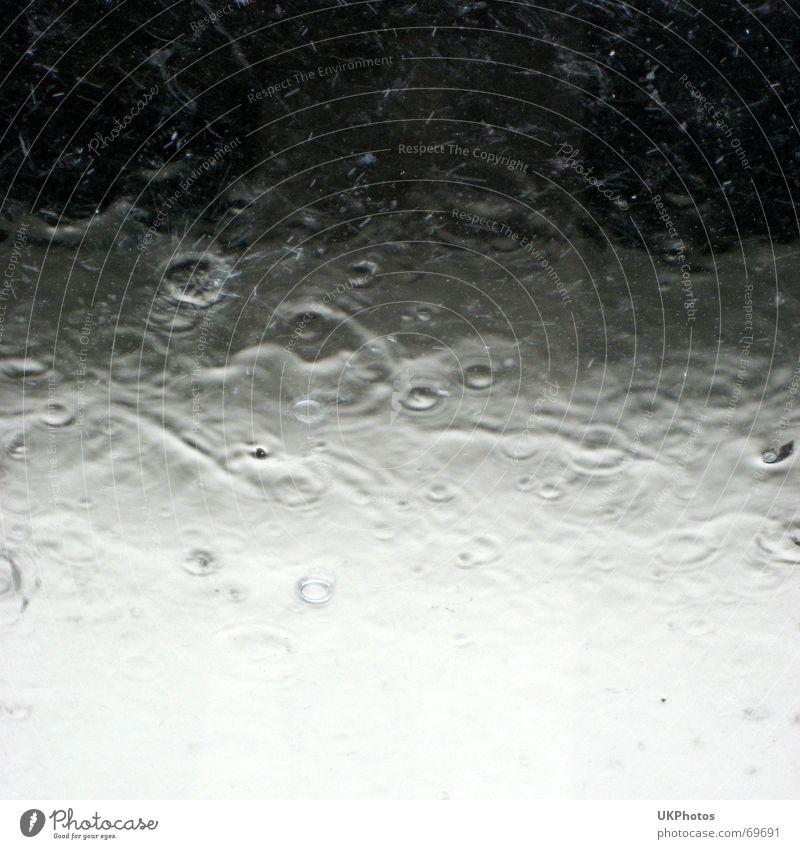 Platzregen Wasser Regen Wellen Glas Wetter Wassertropfen nass spritzig