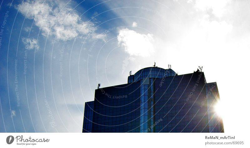 DayLight Hochhaus Gebäude Frankfurt am Main Sonnenlicht Sommer Wolken Stadt Macht daylight Himmel blau Management