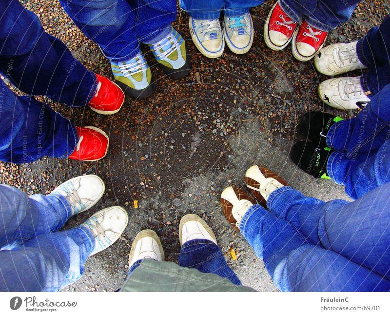 Ein Team Freude schön Leben Freizeit & Hobby Ausflug Sportmannschaft Mensch feminin androgyn Mädchen Junge Frau Jugendliche Freundschaft Erwachsene Beine Fuß