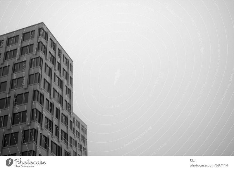 german langeweile Arbeit & Erwerbstätigkeit Büroarbeit Himmel Wolken schlechtes Wetter Nebel Stadt Menschenleer Haus Hochhaus Bauwerk Gebäude Architektur