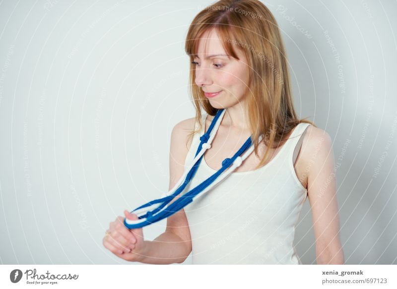 Portrait Mensch Frau Kind Jugendliche blau Junge Frau Freude 18-30 Jahre Erwachsene feminin Spielen Mode Freizeit & Hobby Lifestyle modern 13-18 Jahre