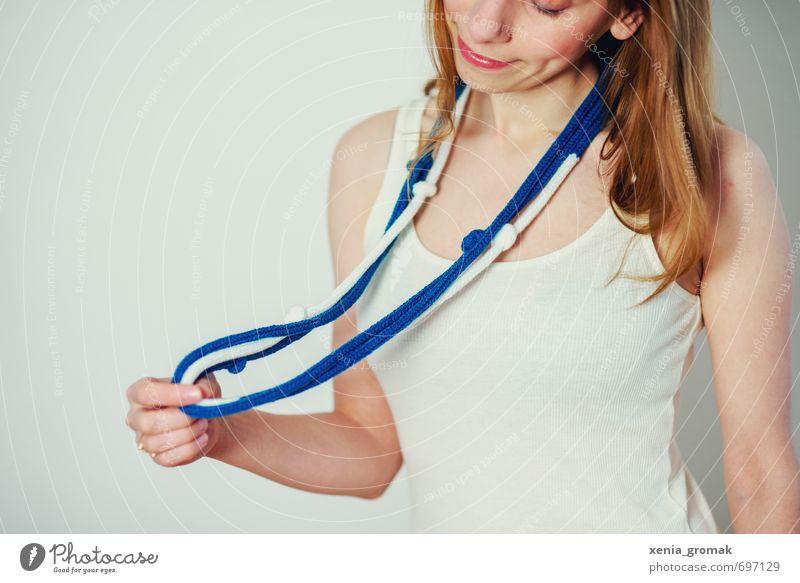 Strickkette Mensch Frau Kind Jugendliche blau Junge Frau weiß Freude 18-30 Jahre Erwachsene feminin Spielen Glück Lifestyle Mode Design