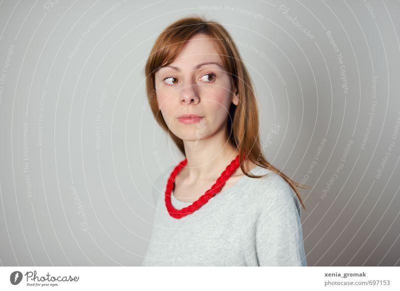Rote Kette Mensch feminin Junge Frau Jugendliche Erwachsene Leben 1 13-18 Jahre Kind 18-30 Jahre 30-45 Jahre Mode Accessoire Schmuck Schal rothaarig langhaarig
