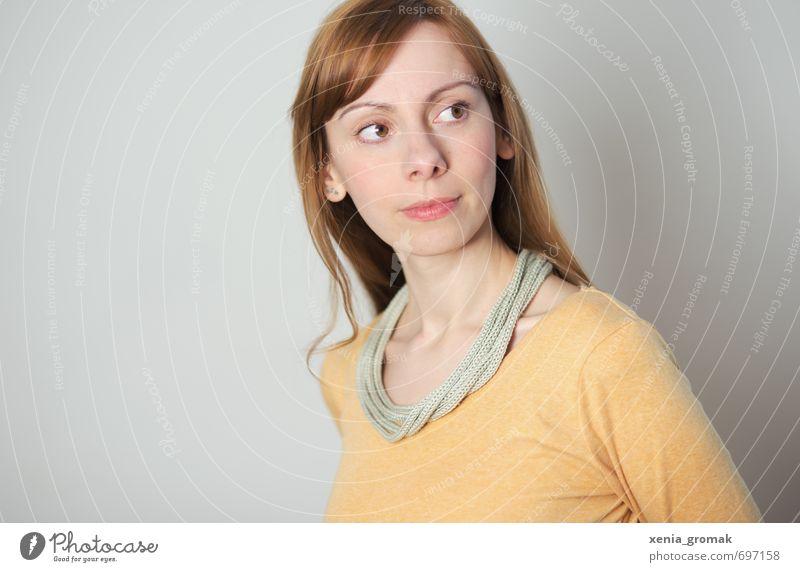 Portrait Mensch Frau Kind Jugendliche weiß Freude 18-30 Jahre gelb Erwachsene Leben feminin Junge Stil grau Mode Freizeit & Hobby