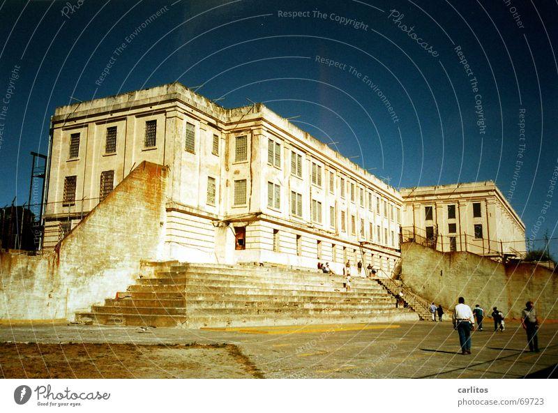 THE ROCK Himmel blau Freiheit Flucht gefangen verlieren Justizvollzugsanstalt Gitter Gefängniszelle San Francisco Alcatraz Hochsicherheitstrakt