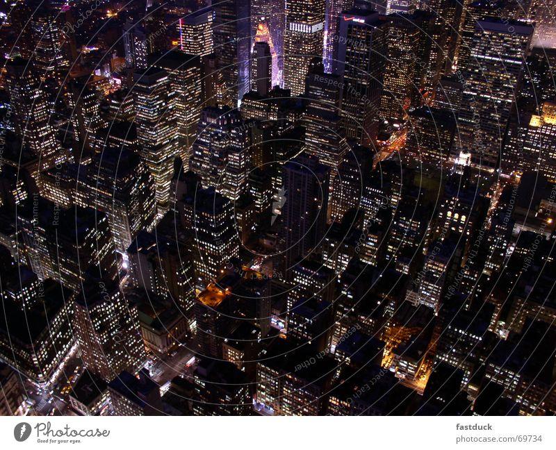Lebensadern in New York Stadtzentrum Empire State Building New York City Manhattan Nacht Langzeitbelichtung Hochhaus Times Square uptown USA Licht